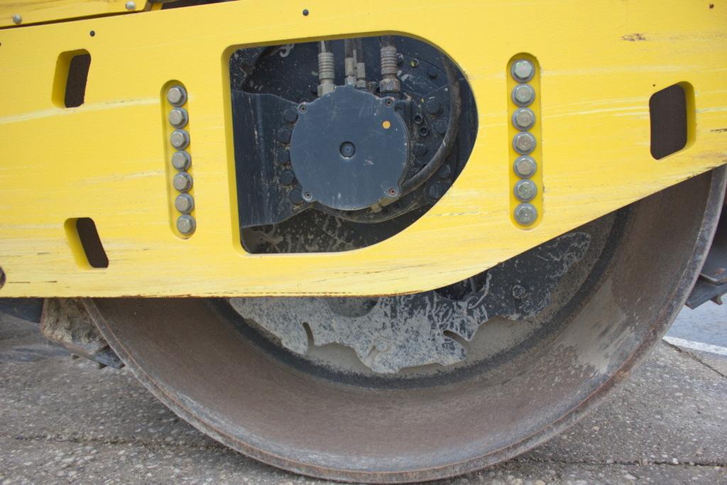 Rulli ferro gomma bomag bw213d 4 macchine movimento for Ferro usato al kg